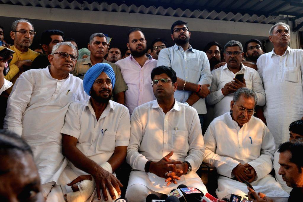 Jannayak Janata Party (JJP) chief Dushyant Chautala accompanied by Haryana party President Nishant Singh, addresses a press conference in New Delhi on Oct 25, 2019. - Nishant Singh