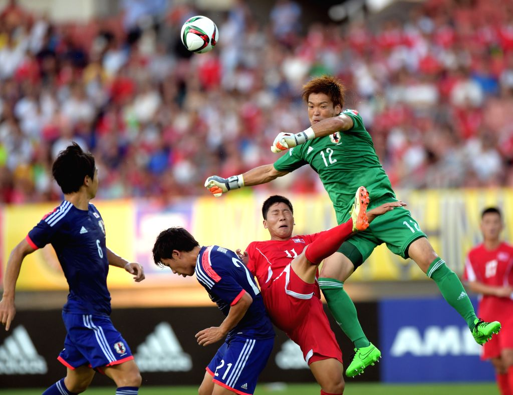 Japan's goalkeeper Nishikawa Shusaku (Top) vies with Jong Il Gwan (2nd R) of the Democratic People's Republic of Korea (DPRK) during their match at the 2015 EAFF(East ...