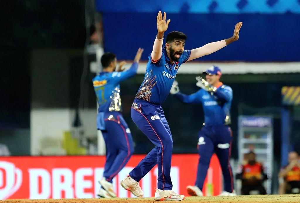 Jasprit Bumrah of Mumbai Indians unsuccessfully appeals for the wicket of Jonny Bairstow of Sunrisers Hyderabad (Credit : BCCI/IPL)