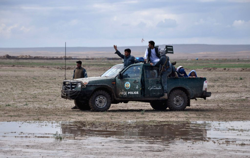 Afghan policemen transfer people from disaster area after flooding in Northern Province Jawzjan, Afghanistan, April 25, 2014. Heavy rains and flooding have claimed