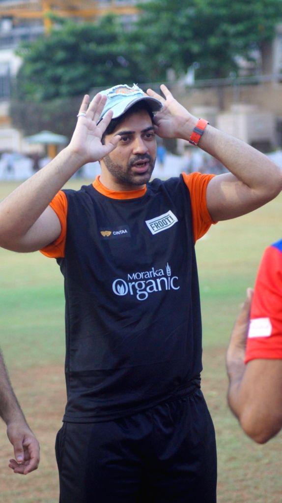 Jay Bhanushali, Karan Wahi  and Other TV Celebs Join Gold Cricket Charity Match in Mumbai on May 20, 2016.