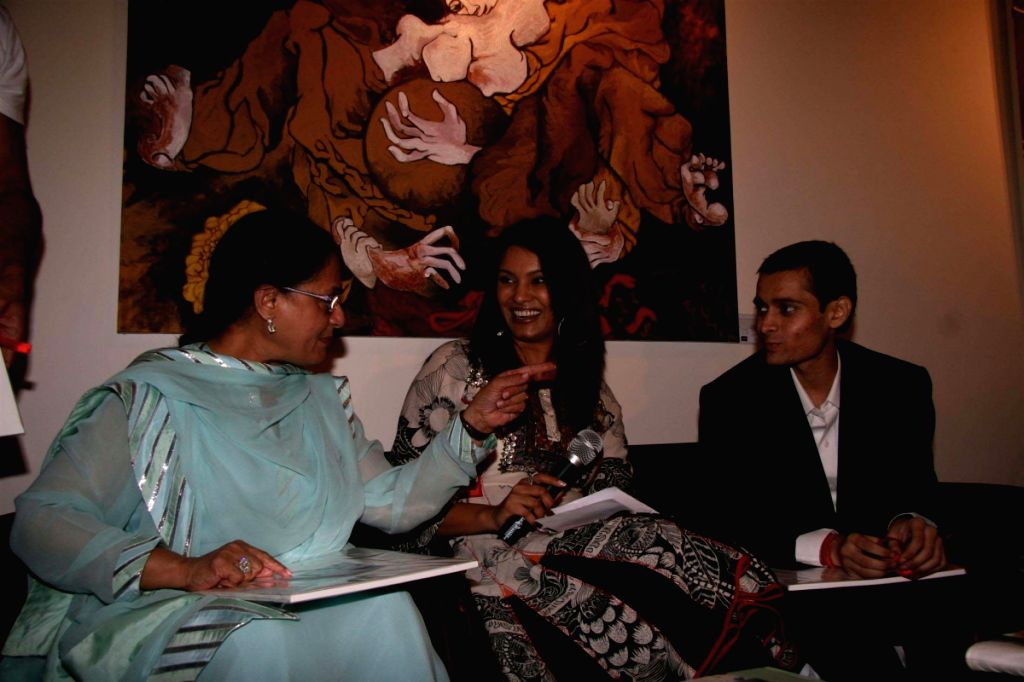 Jaya Bachchan, Diana Hayden and Shobojit Kaushal's at his first and last art event organsied by CPAA. - Diana Hayden