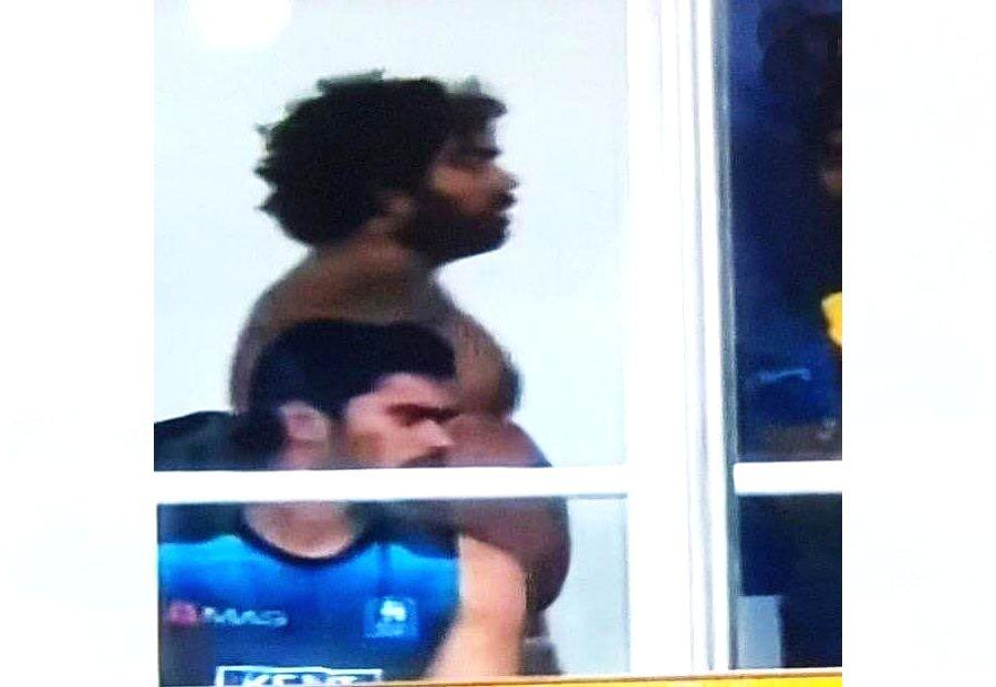 Jayawardene backs Malinga by sharing his shirtless picture. (Twitter/@mahela27)