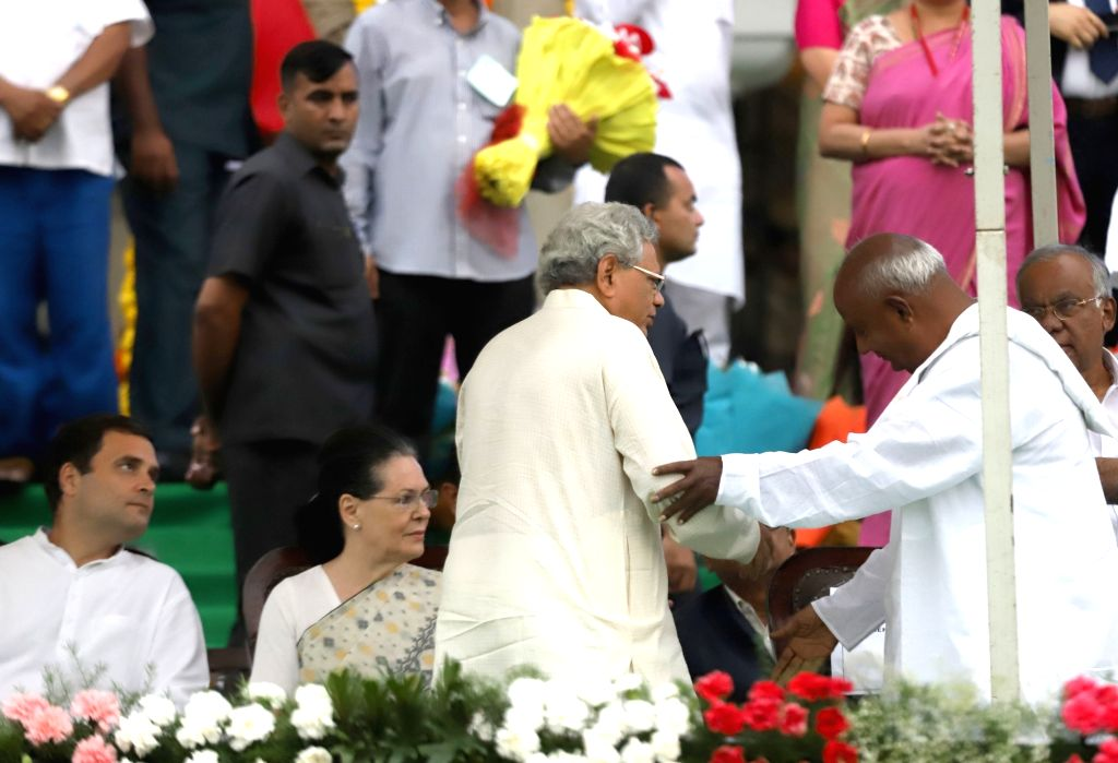 JD-S chief H. D. Deve Gowda greets CPI-M General Secretary Sitaram Yechury as Congress leaders Rahul Gandhi and Sonia Gandhi look on, during the swearing-in ceremony of Karnataka Chief ... - H., Sitaram Yechury, Rahul Gandhi and Sonia Gandhi