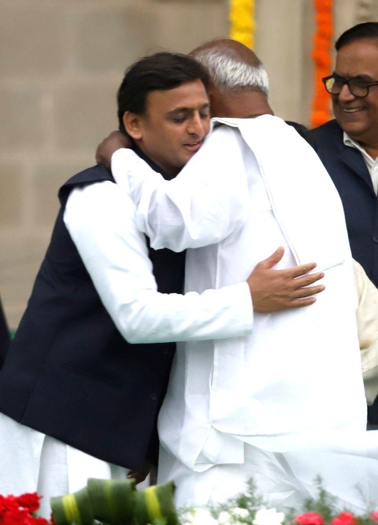 JD(S) supremo HD Deve Gowda hugs Samajwadi Party chief Akhilesh Yadav at the swearing in ceremony of Karnataka Chief Minister H.D.Kumaraswamy in Bengaluru on May 23, 2018. - H. and Akhilesh Yadav
