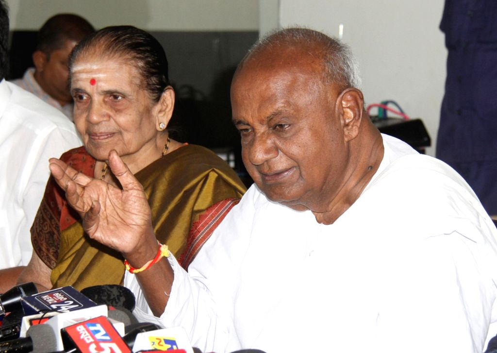 JD(S) supremo HD Devegowda addresses a press conference at party office, in Bengaluru on Nov 13, 2019.