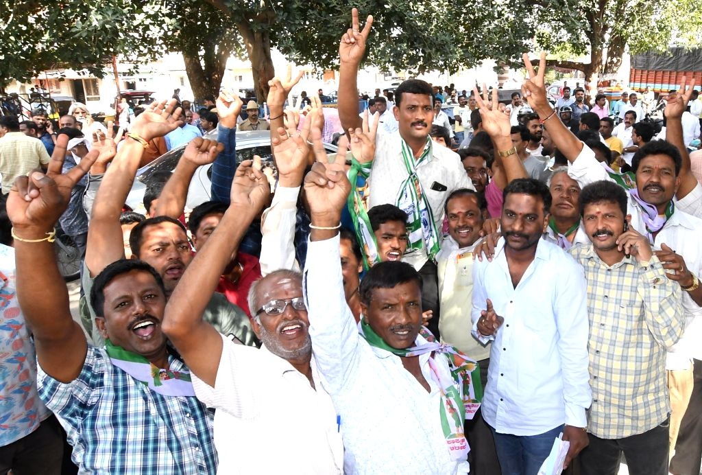 JD-S workers celebrate the party's performance in the polls conducted for 105 Urban Local Bodies (ULBs) across Karnataka, outside a counting center in Mysuru on Sept 3, 2018.