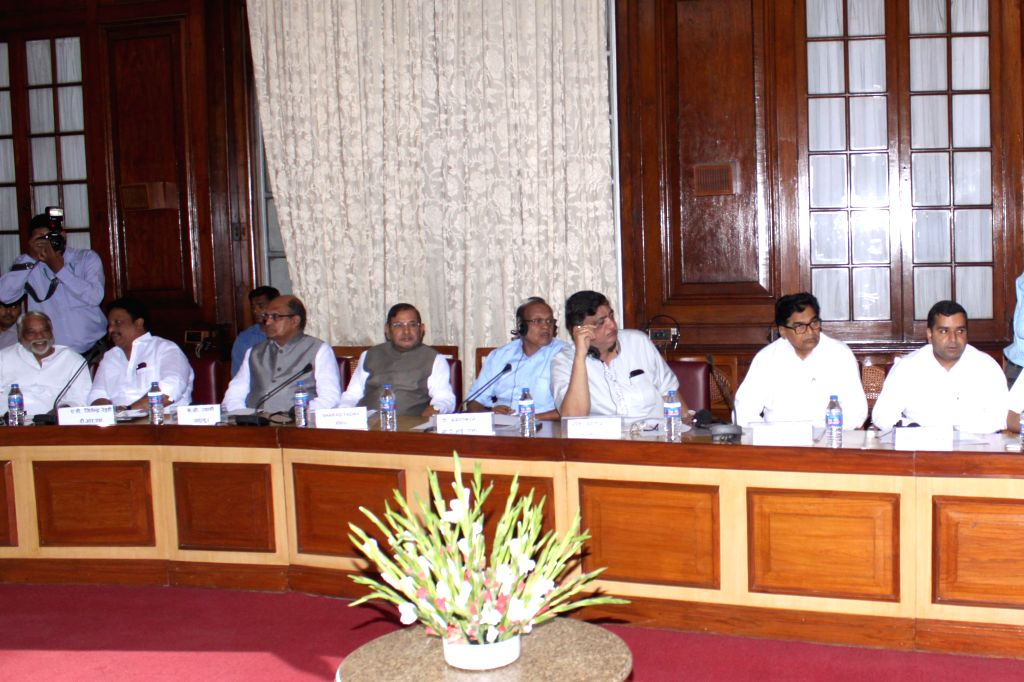 JD(U) chief Sharad Yadav, JD(U) General Secretary KC Tyagi, TRS General Secretary K. Keshava Rao, Samajwadi Party leader Ramgopal Yadav and others during an all party meeting called by ... - Narendra Modi, Sharad Yadav and Ramgopal Yadav