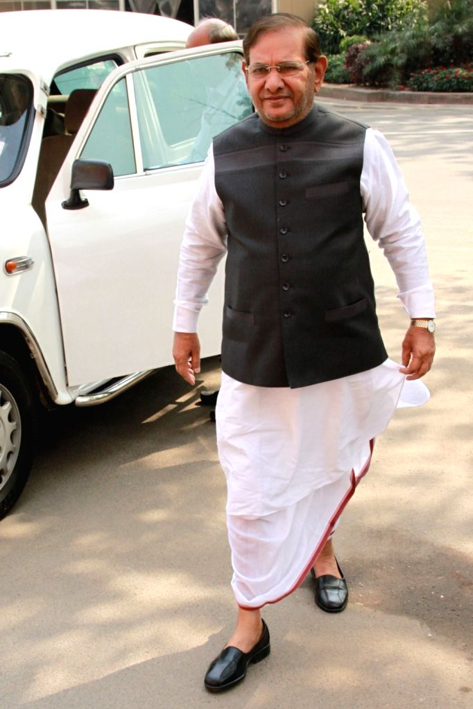JD-U leader Sharad Yadav arrives to attend the second phase of Budget Session of the Parliament, in New Delhi on March 9, 2017. - Sharad Yadav
