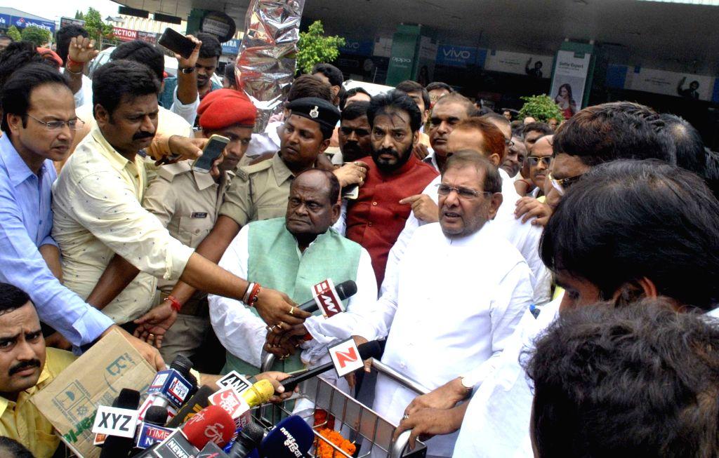 JD(U) leader Sharad Yadav talks to press as he arrives at Patna Airport on Aug 10, 2017. - Sharad Yadav