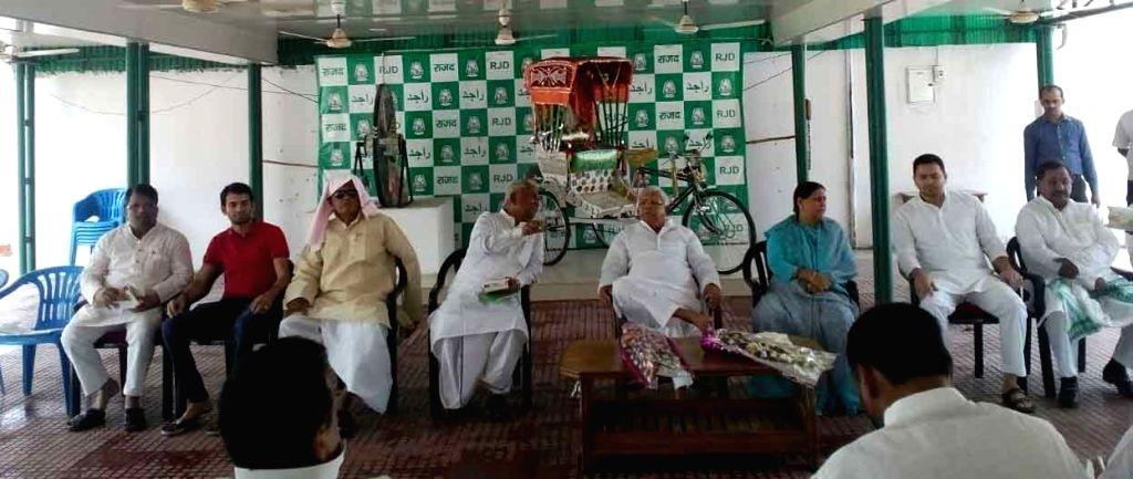 JD-U supremo Lalu Prasad Yadav, Rabri Devi and Bihar Deputy Chief Minister Tejashwi Yadav and othe RJD leaders during RJD Parliamentary Board Meeting in Patna, on May 20, 2016. - Tejashwi Yadav and Lalu Prasad Yadav