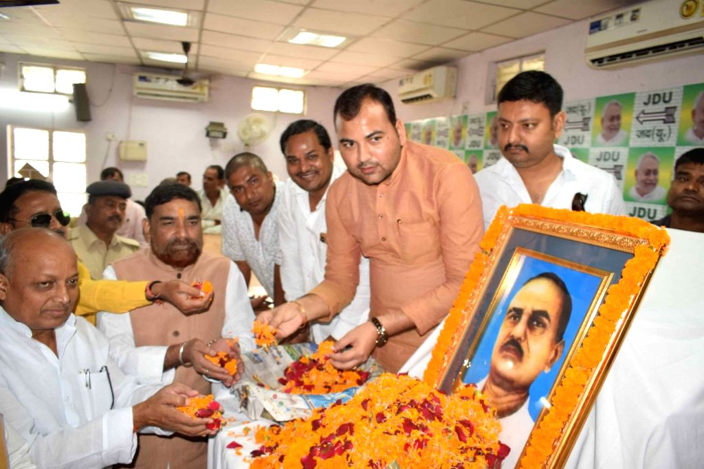 JD-U workers pay tributes to Former Bihar Deputy Chief Minister Jagdeo Prasad on his death anniversary, in Patna on Sep 5, 2019. - Jagdeo Prasad