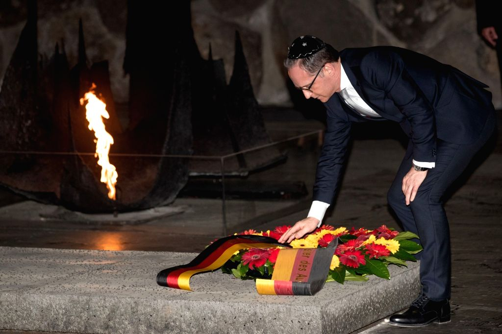 JERUSALEM, March 25, 2018 - German Foreign Minister Heiko Maas lays a wreath during his visit to Yad Vashem, the Holocaust Memorial and Museum located in Jerusalem, March 25, 2018. - Heiko Maas
