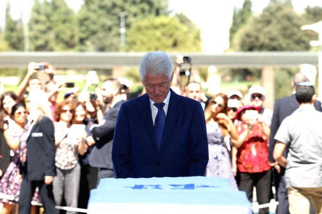 JERUSALEM, Sept. 29, 2016 - Former U.S. President Bill Clinton (C) stands in front of the flag-draped coffin of former Israeli President Shimon Peres at the central Knesset plaza in Jerusalem, Sept. ...