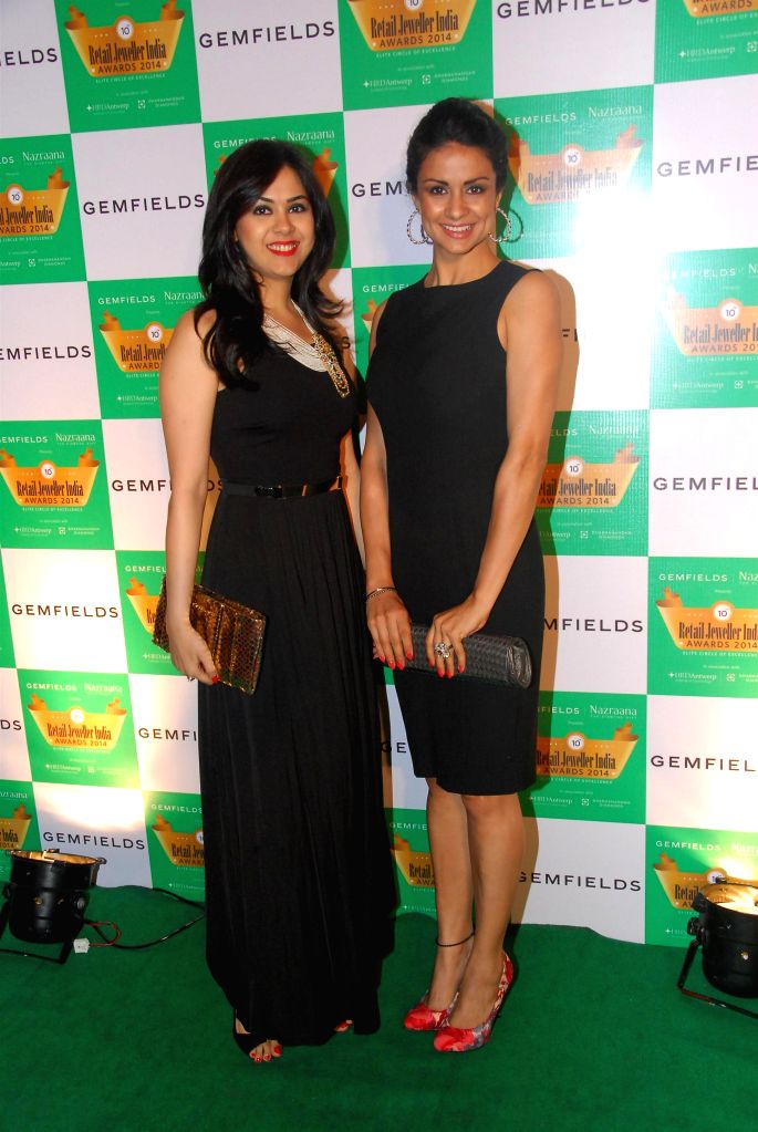 Jewellery Designer Neha Lulla and actor Gul Panag during the 10th Annual Gemfields and Nazraana Retail Jeweller India Awards 2014 in Mumbai on July 19, 2014. (Photo : IANS) - Gul Panag