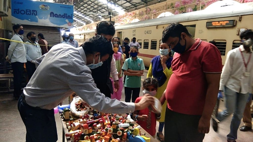 Jhansi (UP), May 25 (IANS) The Jhansi police presented its human face on Sunday when it distributed toys to children of migrant workers on the UP-MP border.
