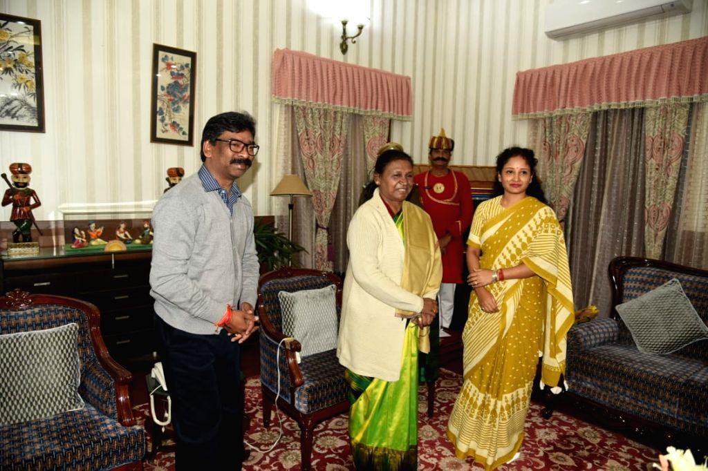 Jharkhand Chief Minister Hemant Soren along with his wife Kalpana Soren calls on Governor Draupadi Murmu. - Hemant Soren