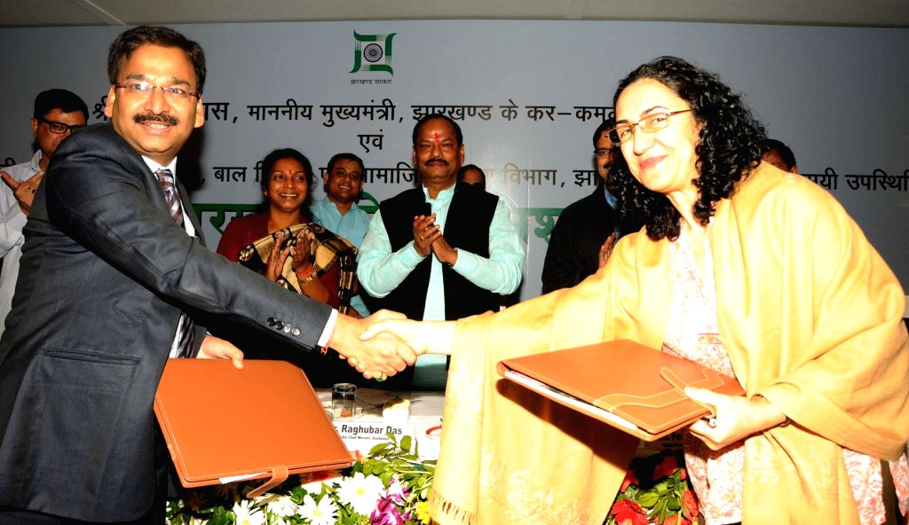 Jharkhand Chief Minister Raghubar Das and Social Welfare Minister, Louis Marandi during a programme organised to sign MOU with UNICEF in Ranchi on Nov. 13, 2015. - Raghubar Das