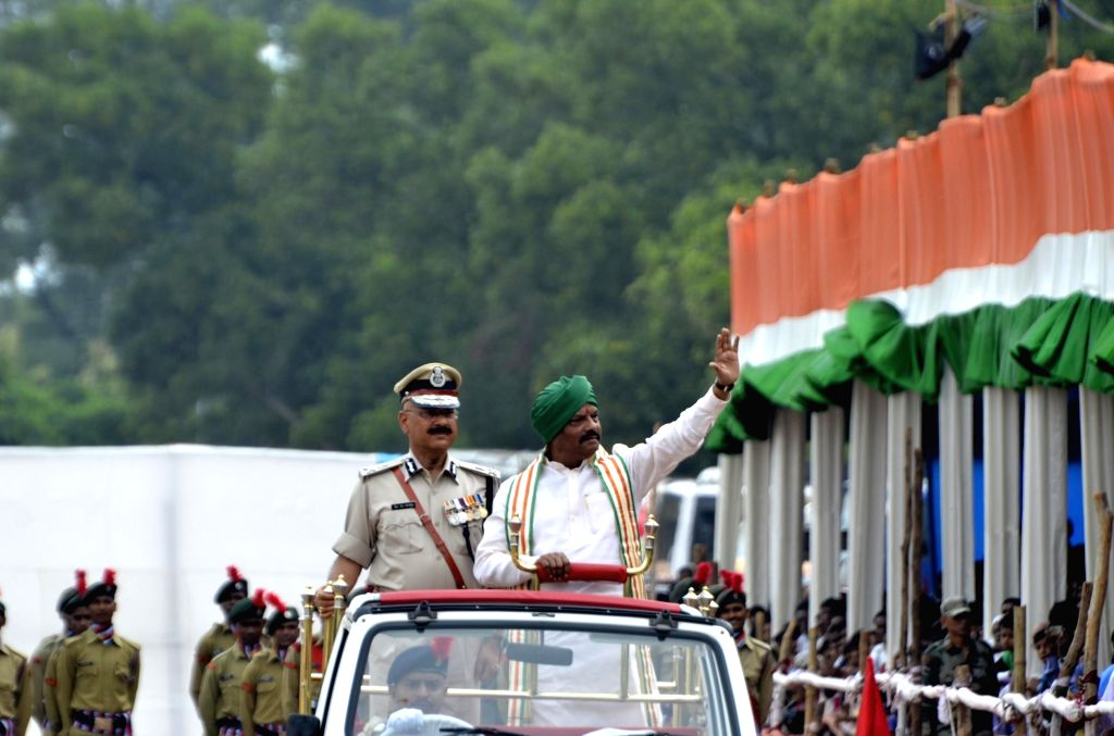 Jharkhand Chief Minister Raghubar Das inspects Guard of Honour during Independence Day celebrations in Ranchi on Aug 15, 2016. - Raghubar Das