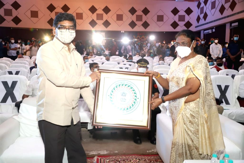 Jharkhand Governor Draupadi Murmu and Chief Minister Hemant Soren launch the new state emblem, in Ranchi on Aug 14, 2020. - Hemant Soren