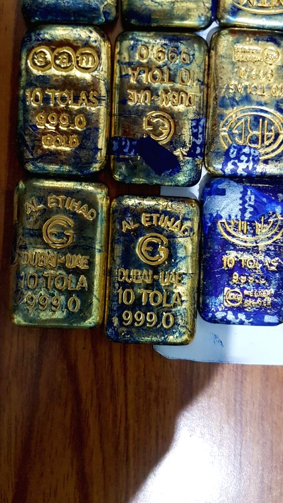 Jharsuguda: Officials of Directorate of Revenue Intelligence (DRI) seized gold weighing around 12.9 kilograms of about Rs 5 crore from Mumbai-bound Jnaneswari Super Deluxe Express midway in Odisha's Jharsuguda district on Oct 10, 2019. (Photo: IANS)