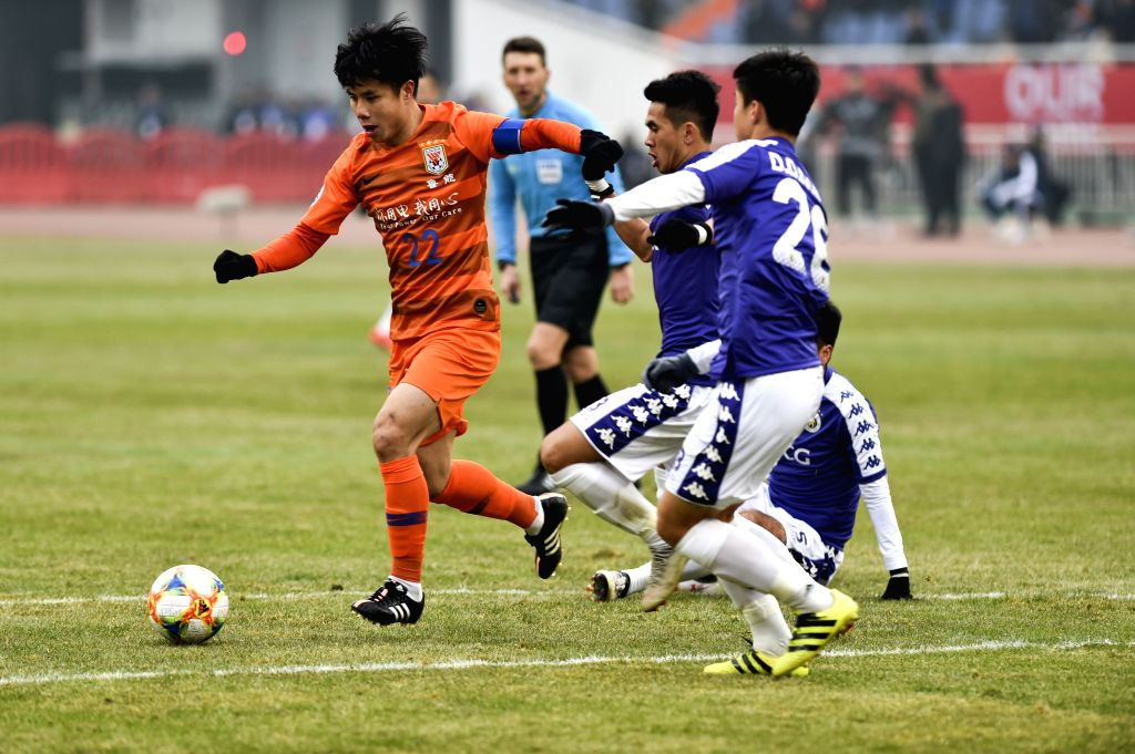 JINAN, Feb. 19, 2019 - Shandong Luneng's Hao Junmin (1st L) competes during the play-off stage match between China's Shandong Luneng and Vietnam's Hanoi FC of the AFC Champions League in Jinan, ...