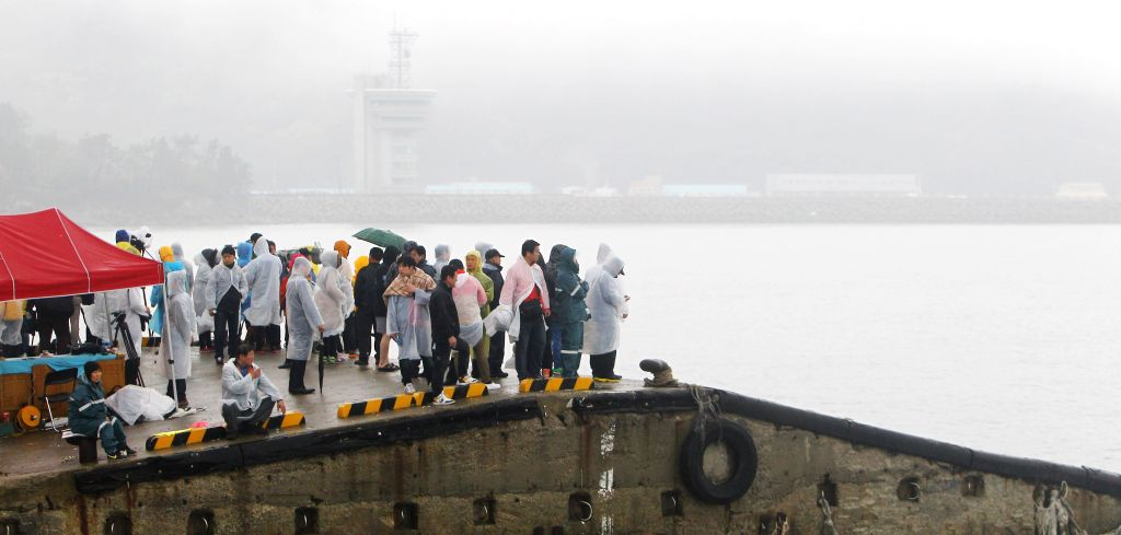 "Relatives of missing passengers aboard the sunken vessel ""Sewol"" wait for rescue news in Jindo, South Korea, April 18, 2014. South Korean coast guard and .."