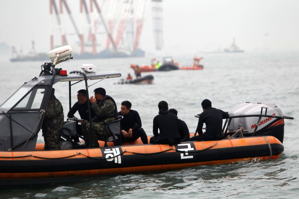 South Korean coast guard and navy divers prepare to dive near the capsized ferry in Jindo on April 18, 2014. South Korean coast guard and navy divers will seek to ...