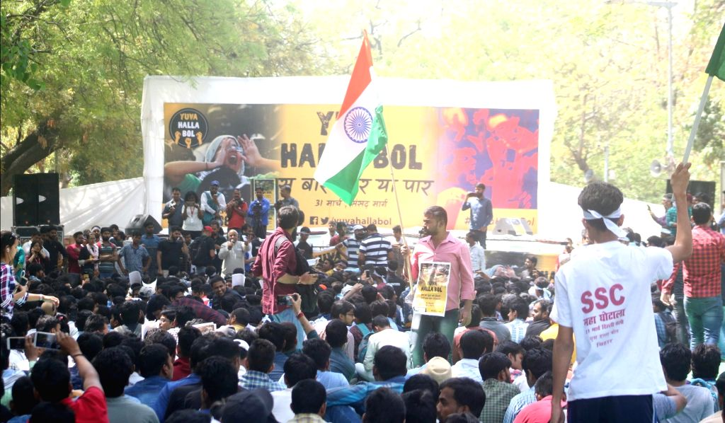 Job aspirants stage a demonstration against alleged SSC exam paper leak, at Jantar Mantar in New Delhi on March 31, 2018.