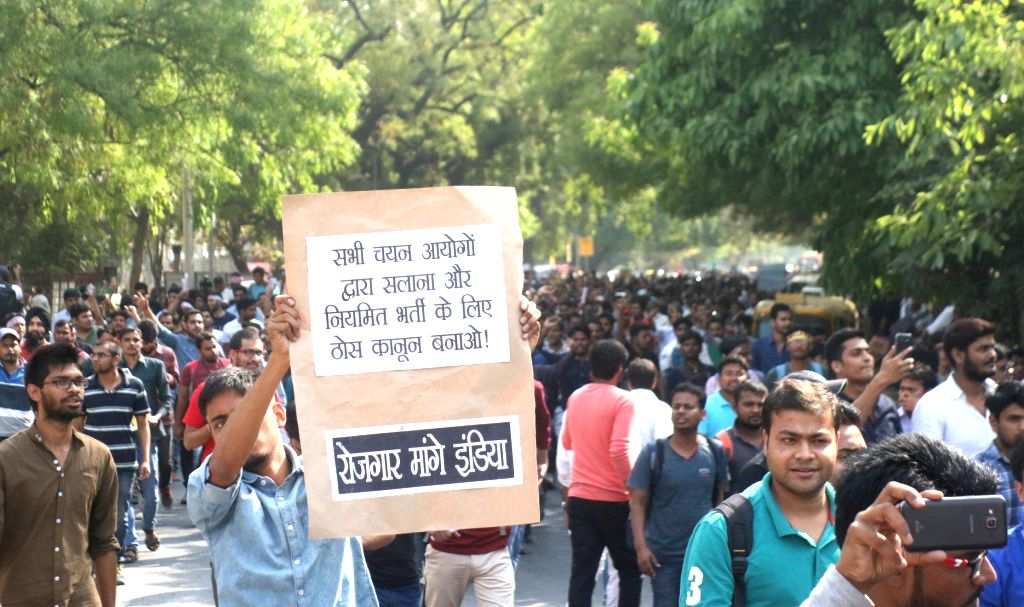 Job aspirants stage a demonstration against alleged SSC exam paper leak, in New Delhi on March 31, 2018.