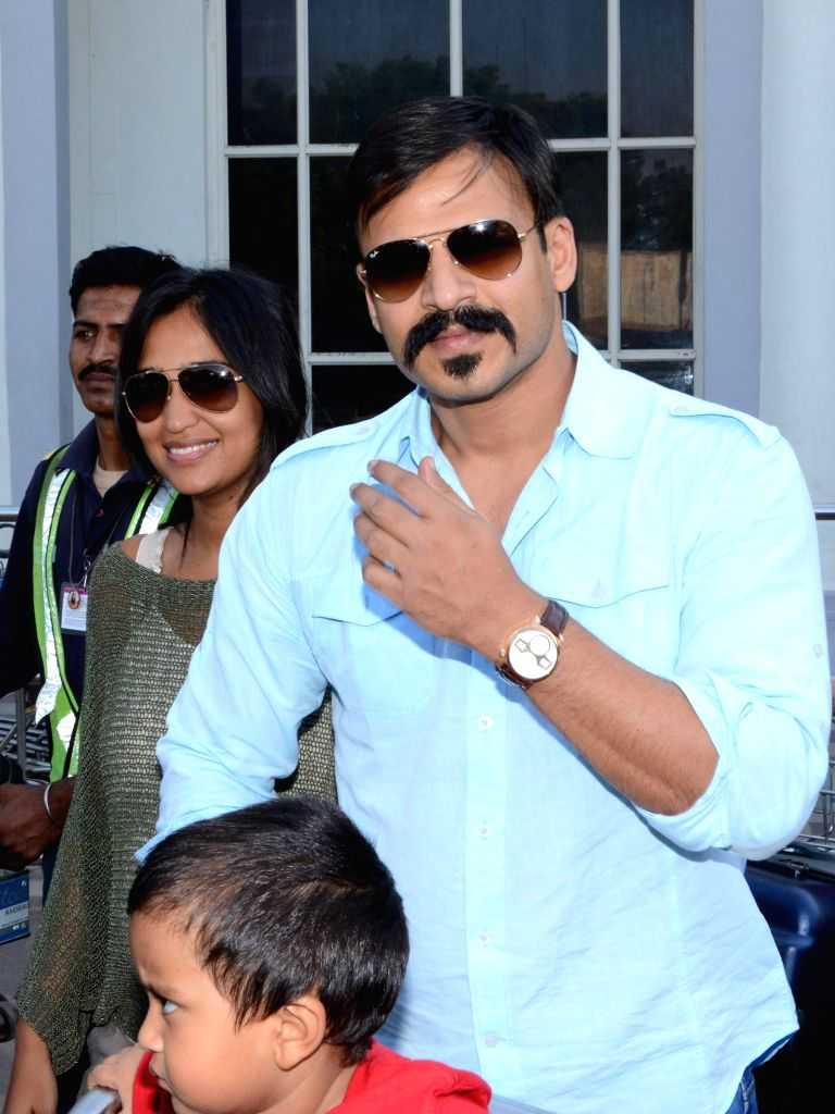 Actor Vivek Oberoi arrives at Jodhpur Airport with his wife and son on Nov 26, 2014.