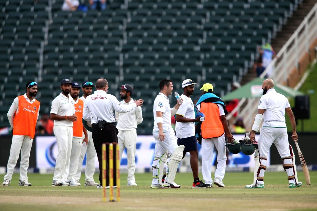 Johannesburg: Umpires Ian Gould and Aleem Dar take the players off the field due to an alleged dangerous pitch during Day 3 of the third Test match between South Africa and India at the Wanderers Stadium in Johannesburg, South Africa on Jan 26, 2018.