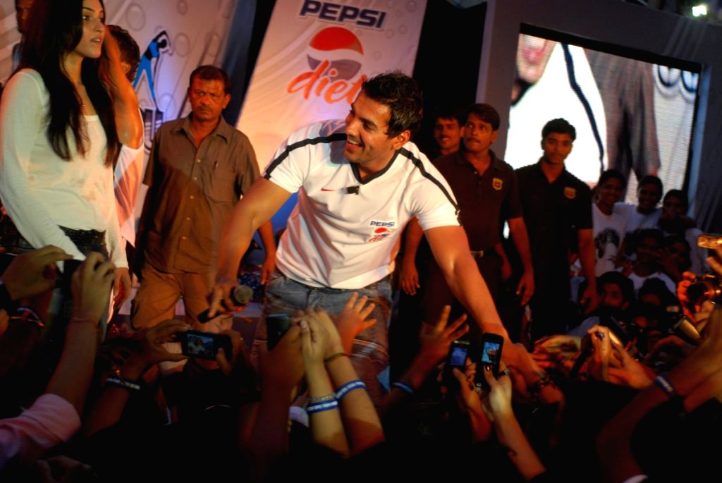 John Abraham at the lunch of Diet Pepsi.