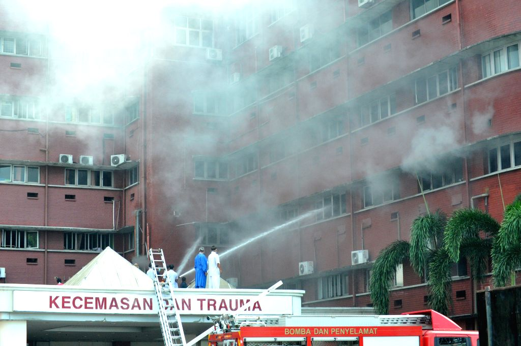 JOHOR BAHRU, Oct. 25, 2016 - People put out a fire at a hospital in Johor Bahru in southern Malaysia on Oct. 25, 2016. A fire that broke out at a hospital in Johor Bahru in southern Malaysia on ...