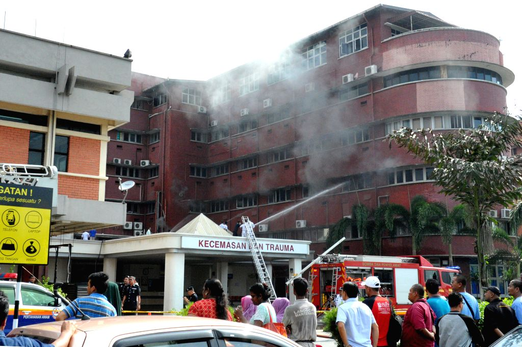 JOHOR BAHRU, Oct. 25, 2016 - Photo taken on Oct. 25, 2016 shows a fire broke out at a hospital in Jahor Bahru in southern Malaysia. A fire that broke out at a hospital in Johor Bahru in southern ...