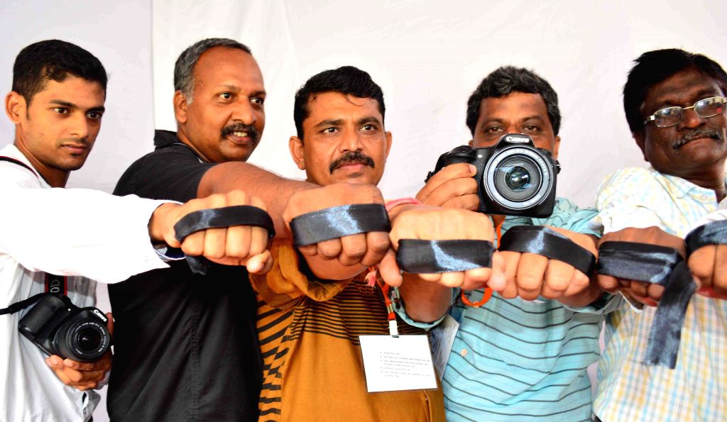 Journalist from various news channel and print media stage a demonstration to condemn the death of a journalist Raghvendra Dube who was found dead near S K Stone on the Mira-Bhayander road in ...