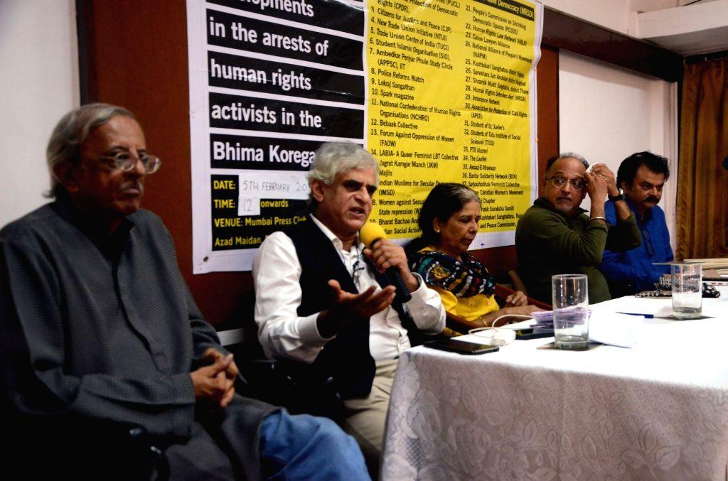 Journalist P. Sainath along with RTI activist Jatin Desai, writer Urmila Pawar, journalist Niranjan Takle and Human rights activist Feroze Mithiborwala, addresses a press conference on recent ... - Jatin Desai