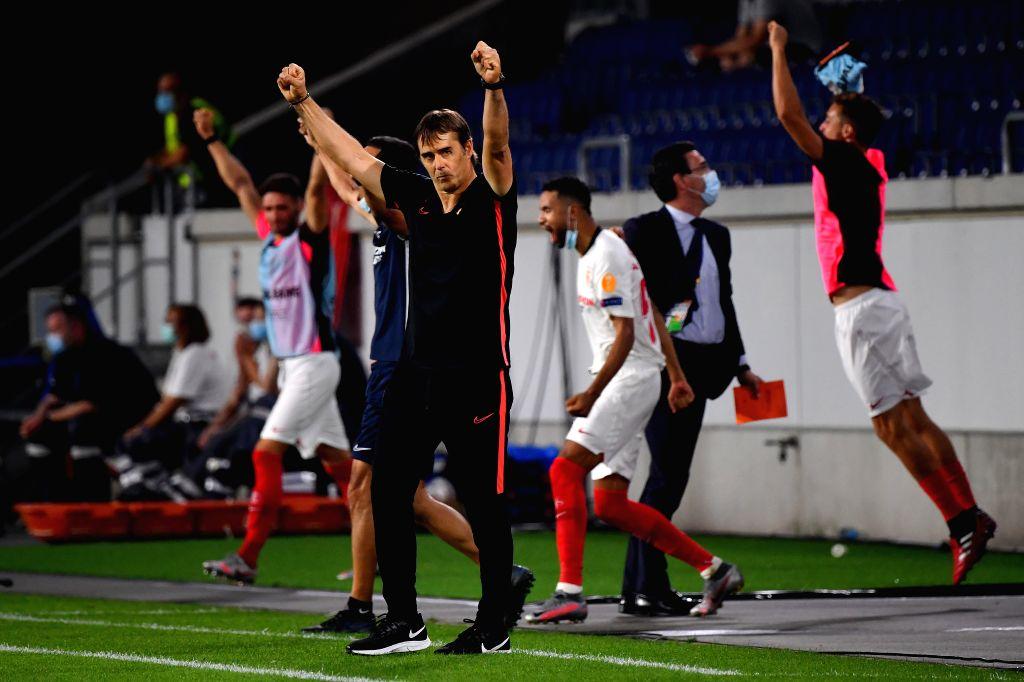 Julen Lopetegui(front), manager of Sevilla, celebrates after the UEFA Europa League quarterfinal between Wolverhampton Wanderers and Sevilla FC in Duisburg, ...
