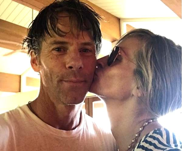 Julia Roberts, Danny Moder mark 18 years as married couple.
