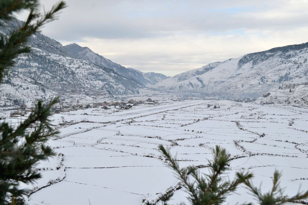 Photo taken on Dec. 14, 2014 shows streets being covered with snow in Jumla, Nepal. The falling temperature brought snowfall  to the mountainous districts of ...