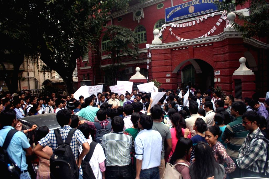 Junior doctors stage a demonstration against the attack on doctors by the relatives of patient in Kolkata, on Dec 2, 2015.