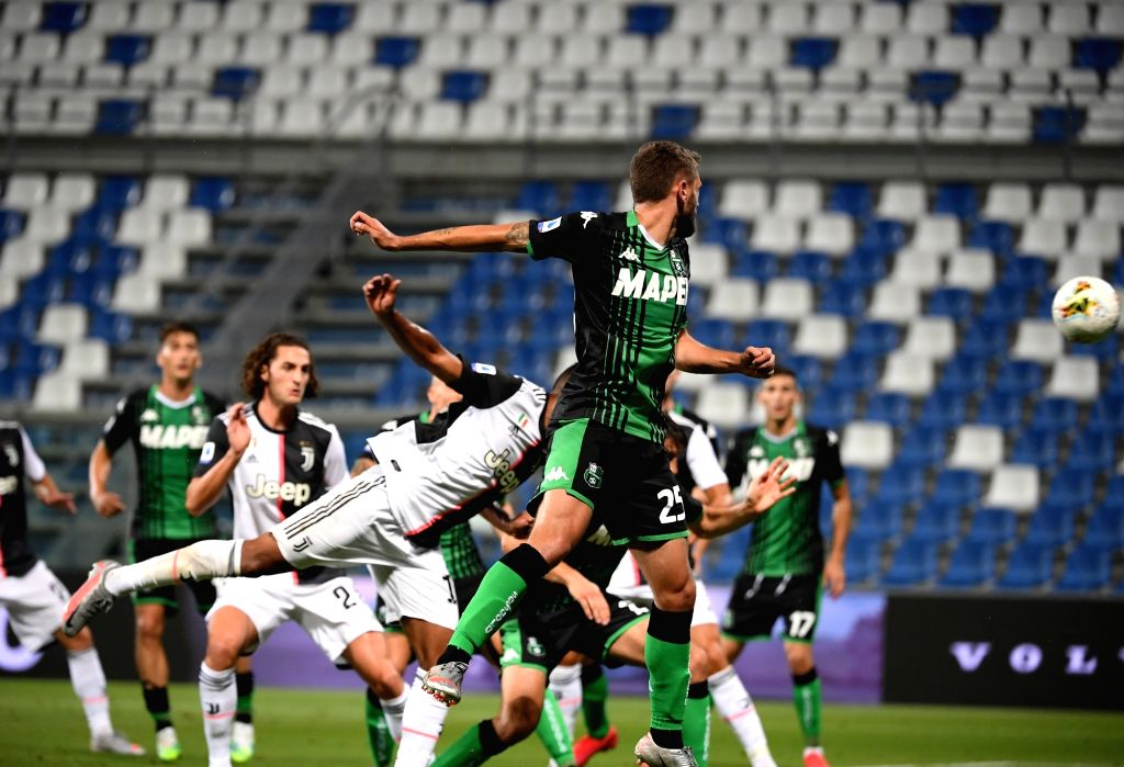 Juventus' Alex Sandro (front L) heads for the ball and scores during a Serie A football match between Sassuolo and Juventus in Reggio Emilia, Italy, July 15, ...