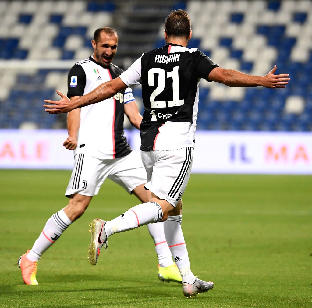 Juventus' Gonzalo Higuain (R) celebrates after scoring during a Serie A football match between Sassuolo and Juventus in Reggio Emilia, Italy, July 15, 2020.