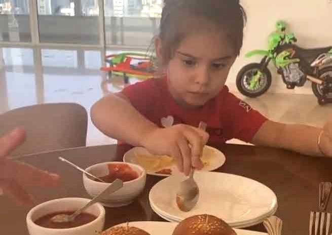 K.Jo's son plays 'diet police'.