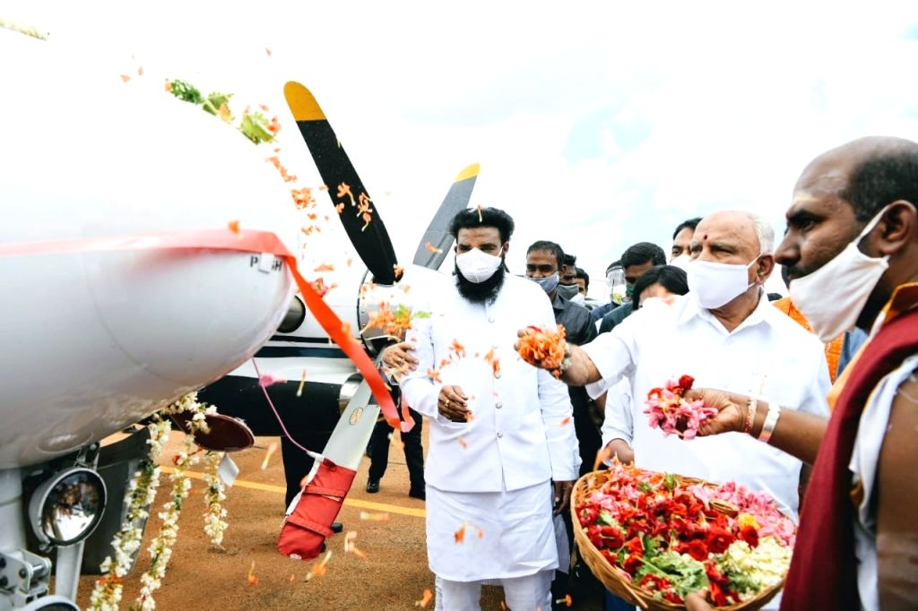 K'taka CM launches first integrated air ambulance service