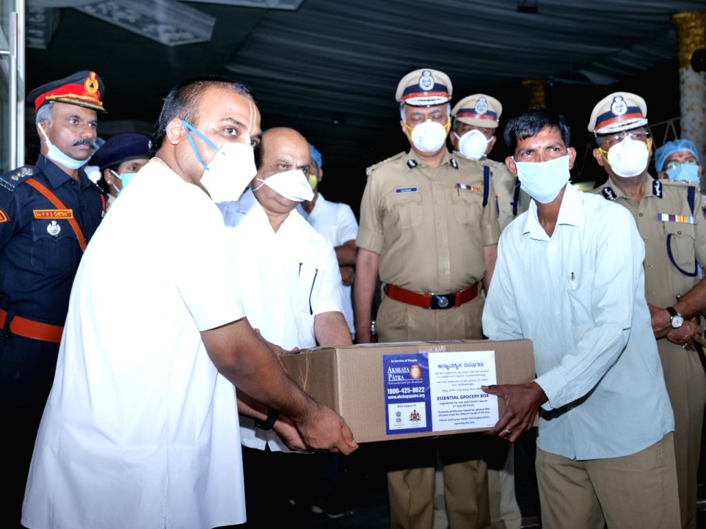 K'taka distributes 15-lakh food packets to migrant labourers.
