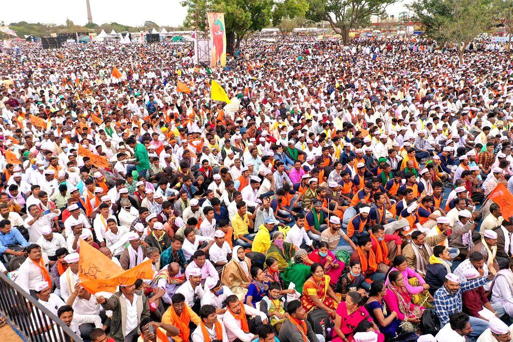 K'taka ministers slam Panchamsali seer, Yatnal over quota stir (Photo: IANS)