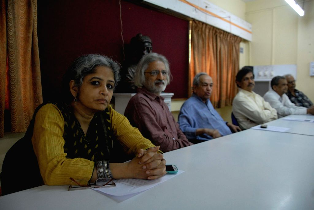 Kabir Kala Manch members Simantini Dhuru, Anand Patwardhan, Bhai Vaidya and others during a press conference at Patrakar Bhavan in Pune on June 18, 2014.