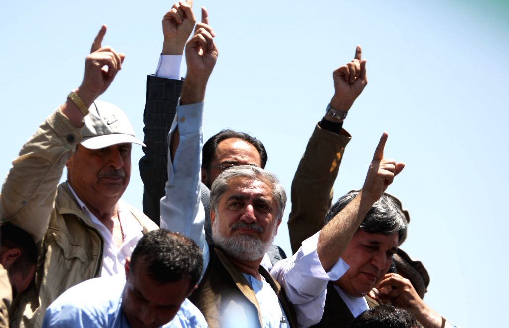 Afghan presidential candidate Abdullah Abdullah (C) attends a protest against alleged election irregularities and fraud in Kabul, Afghanistan, June 27,2014. Thousands