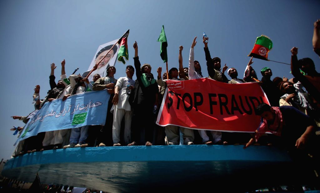 Supporters of Afghan presidential candidate Abdullah Abdullah attend a protest against alleged election irregularities and fraud in Kabul, Afghanistan, June 27,2014. .